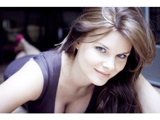 Heather Tom plays Catherine Sloper as a passionate but repressed young woman whose spirit is completely crushed by her stern father. - article187h